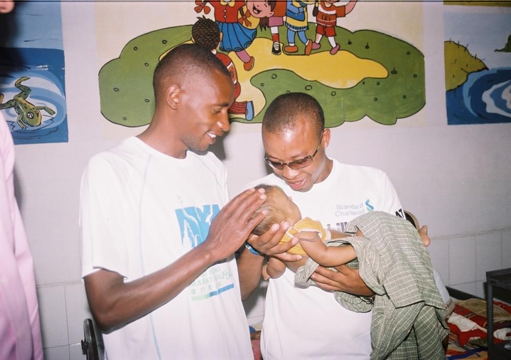 Kenyan athlete Henry Wanyoike visit Islamia